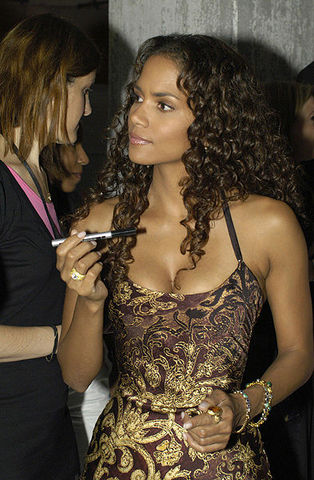 Halle_berry_in_hamburg_2004